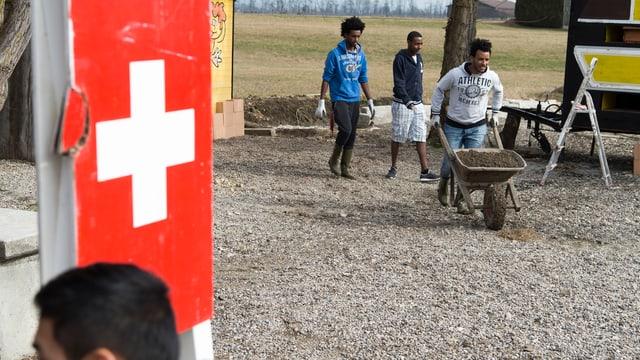Requirents d'asil lavuran en in project d'occupaziun.