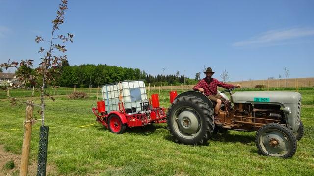 Martin Graf auf dem Traktor