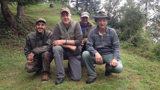 La gruppa da chatscha cun Martin Alig (sanestra), Venanzi Nay, Vitus Nay e Sep Antoni Nay (davos).