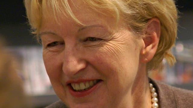 Annemarie Wildeisen mit Lächeln und Perlenkette