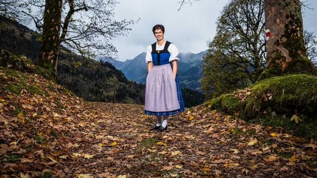 Portrait von Landfrau Manuela Achermann aus Niederrickenbach, UR in der Tracht.