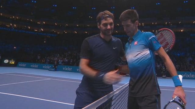 Roger Federer und Novak Djokovic beim Handshake nach der Partie.