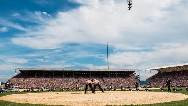 SRF überträgt 18 Stunden live vom Eidgenössischen Schwing- und Älplerfest 2019 in Zug.