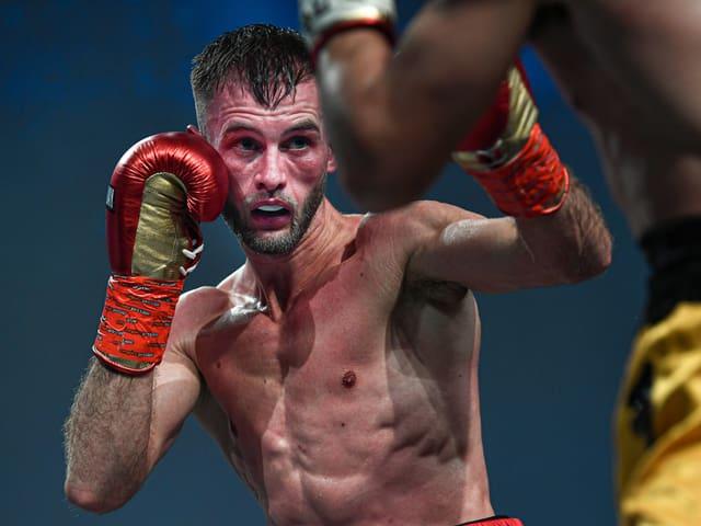 Alain Chervet kämpft im Ring mit den Fäusten.
