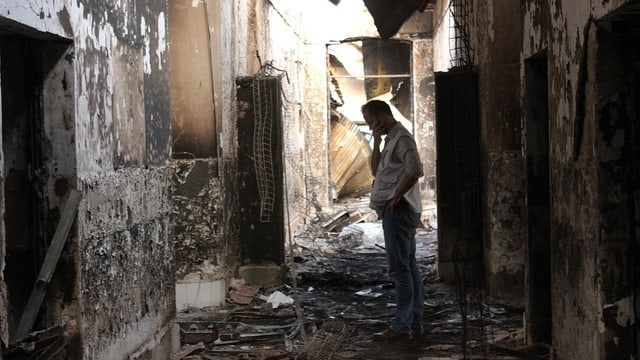 MSF-Mitarbeiter im zerstörten Krankenhaus, 16. Oktober 2015 in Kunduz.