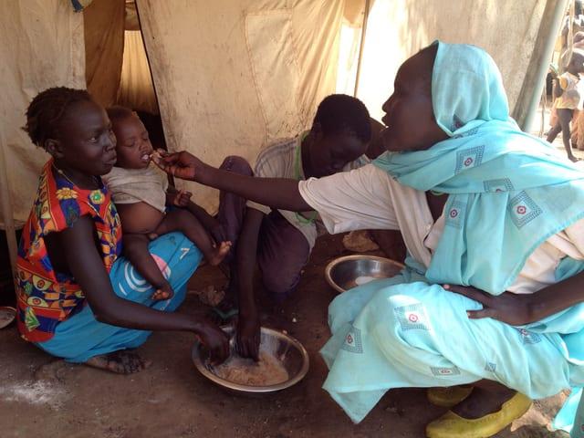 Insbesondere Kinder sind auf der Flucht stets auch von Hunger und Mangelernährung bedroht.