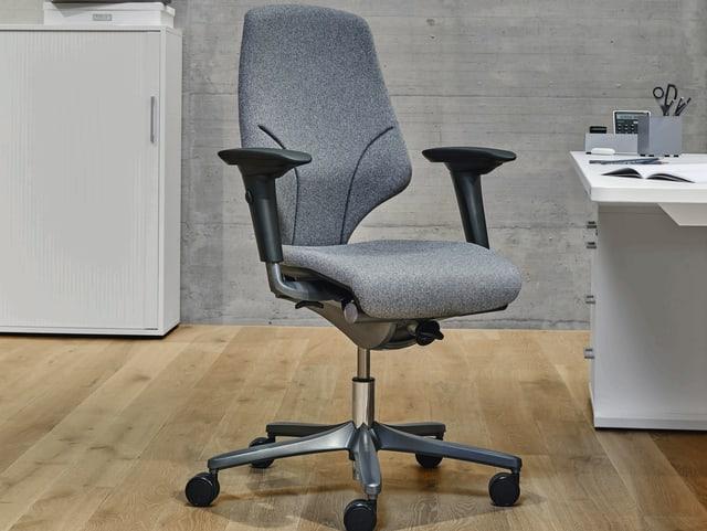 Ein Bürostuhl von Giroflex