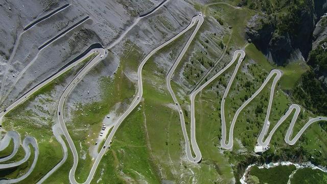 Kurvenreiche Alpenstrasse