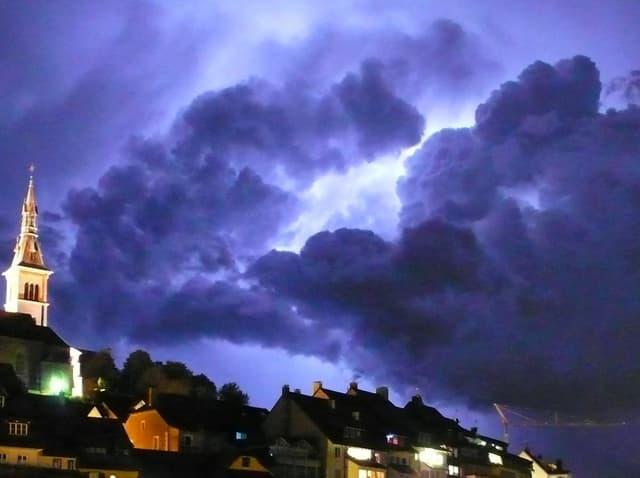 Dunkle Gewitterwolken bei Laufenburg/AG