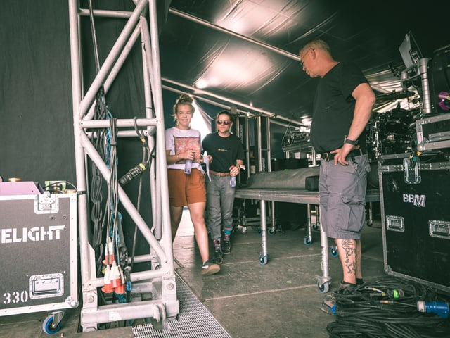 Riana und Severin betreten die Bühne