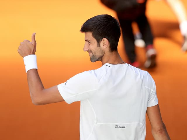 Daumen hoch bei Novak Djokovic.