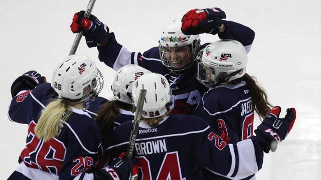 Die US-Spielerinnen jubeln an der letzten WM über den Titel.