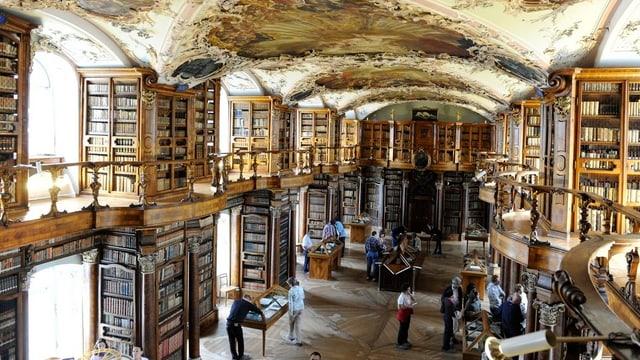 Blick in die Stiftsbibliothek