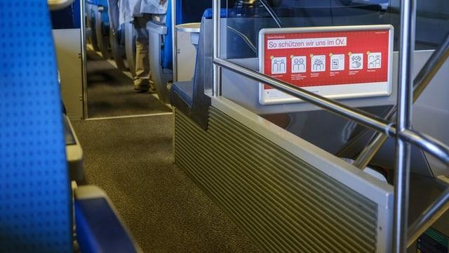 Blick in ein Zug-Abteil.