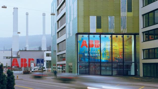 Haupteingang des Power Tower Gebäudes der ABB in Baden.