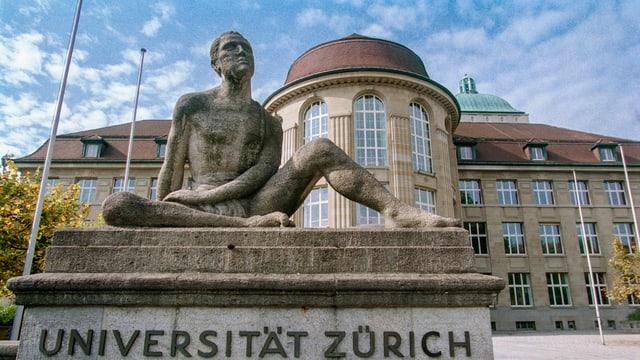 Mann aus Stein Skulptur vor Universität Zürich