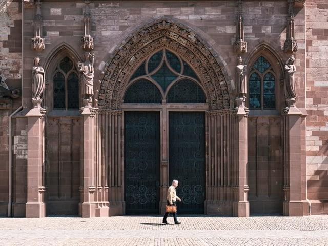 Das Tor des Basler Münsters.