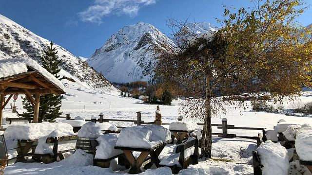 Verschneite Landschaft in Sertig.