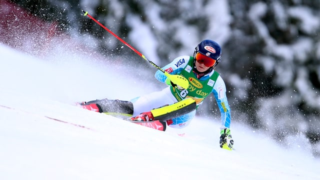 Mikaela Shiffrin fährt Ski.