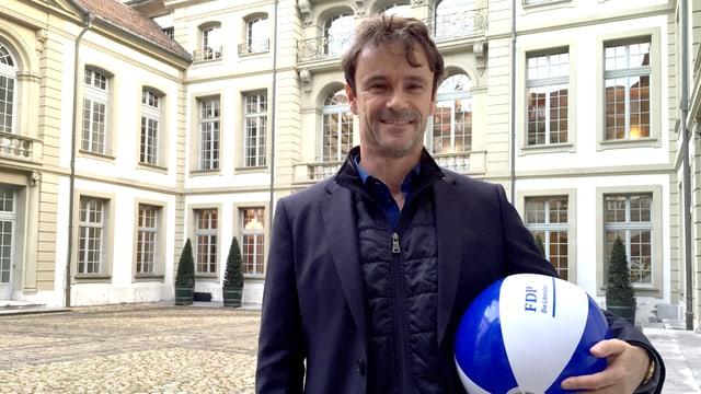 Philippe Müller mit einem Wasserball