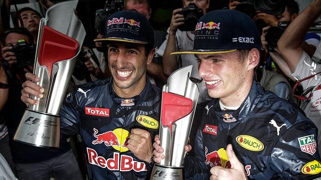 Il victur Daniel Ricciardo (sanester) e ses collega da team Max Verstappen ch'è vegnì segund.