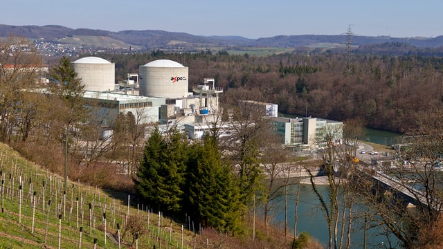 Ansicht des Krenkraftwerks in der Landschaft.