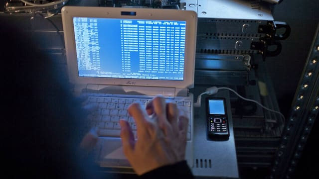 Hacker an der Arbeit