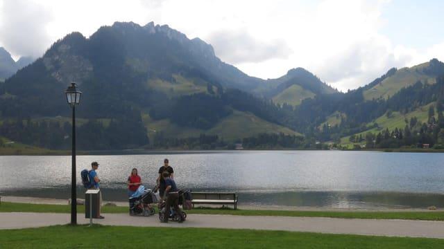 Blick auf die Berge über den Schwarzsee.