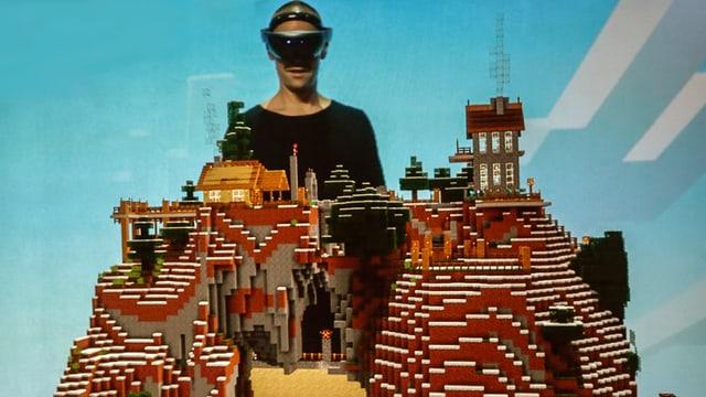 Ein Microsoft-Mitarbeiter demonstriert die Hololens und lässt sich ein «Minecraft»-Bauwerk einblenden.