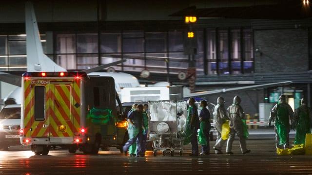 Ebola-Transport am Flughafen Glasgow