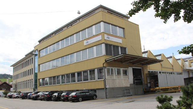 Das Zeiler-Fabrikgebäude in Köniz.