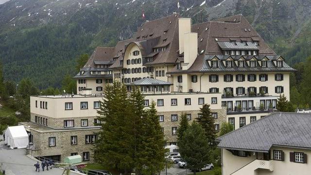 Das Nobelhotel Suvretta House im Frühling in St. Moritz