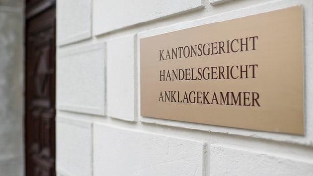 Die Tafel, die den Eingang des Kantonsgerichts in St. Gallen markiert.