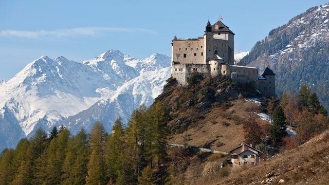 Ein Schloss auf einem Felskopf.