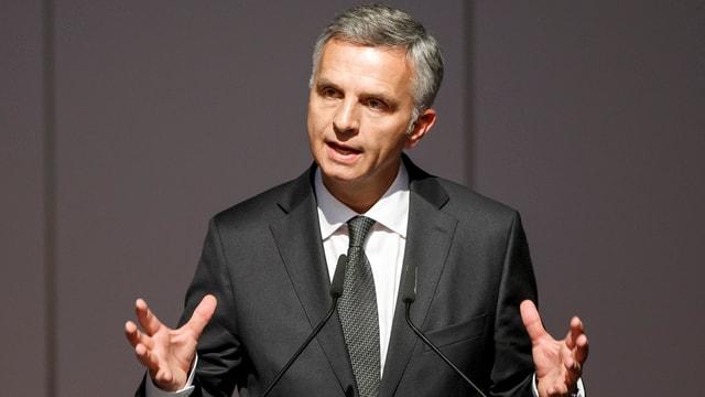Didier Burkhalter e ses collega d'uffizi mexican han suttascrit ina decleraziun a Mexico-City.