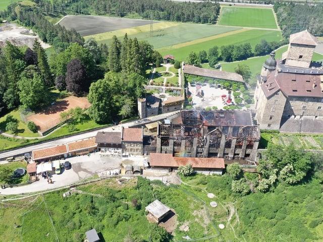 Luftaufnahme des abgebrannten Stalls
