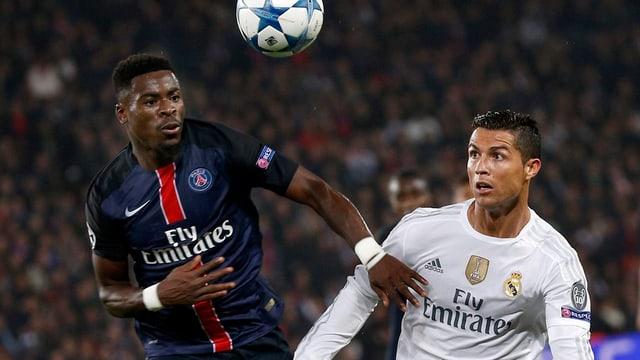 Serge Aurier en il cumbat per la balla cun il star da Real, Cristiano Ronaldo.