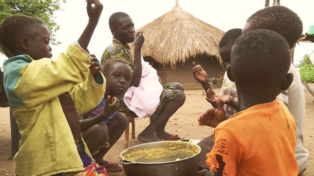 Video «Seit sieben Monaten lebt Charity Tomalu im Flüchtlingslager» abspielen