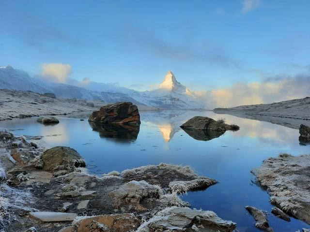 Blick vom Stellisee zum Matterhorn.
