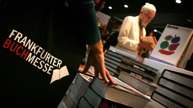 Cudeschs exposta a la fiera da cudeschs a Francfurt