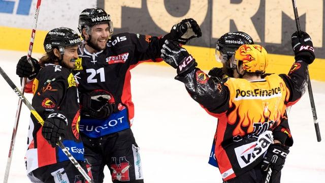 Giugaders dal SC Berna vid festivar ina victoria cunter Zug.