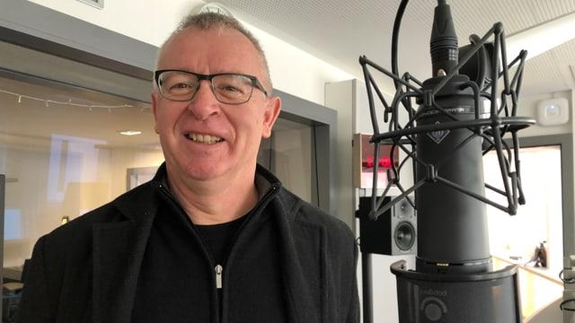 Der 57-jährige Thomas Lötscher schlüpft seit über 10 Jahren in die Rolle des Abwarts Veri.