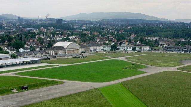 Flugplatz Dübendorf aus der Luft gesehen.