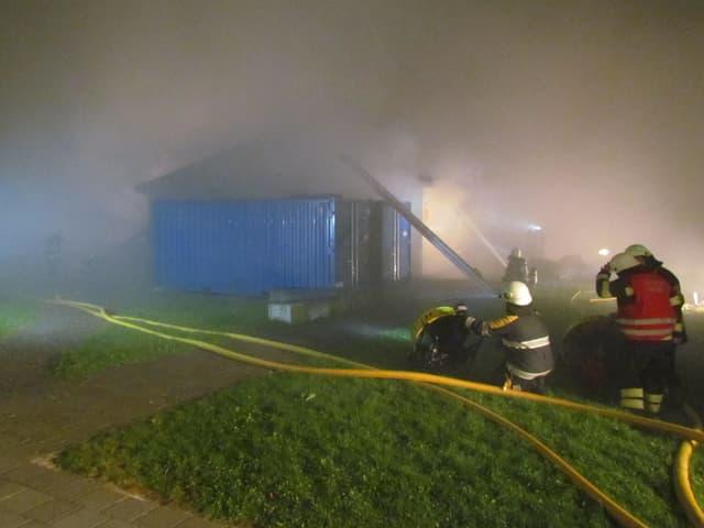 Feuerwehr im Einsatz beim Schulhaus Ammannsmatt