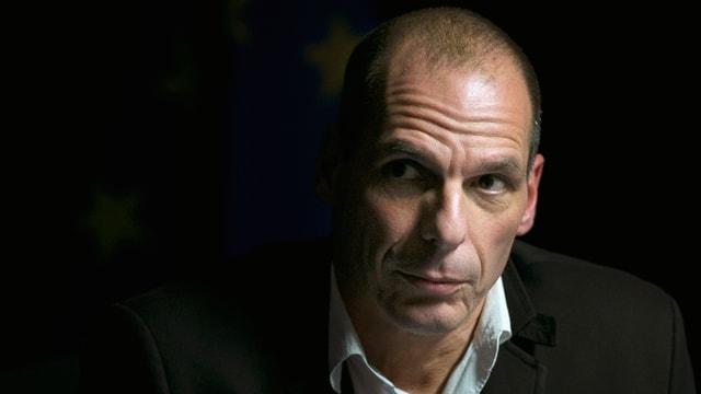 Il minister da finanzas grec Yanis Varoufakis en vestgì nair