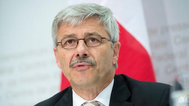 Gesundheitsdirektor Carlo Conti spricht an einem Medienanlass.
