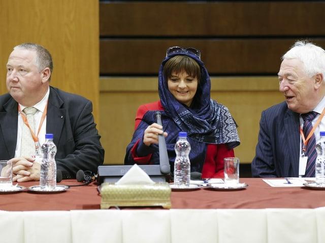 Ruth Metzler im Iran mit Kopftuch.