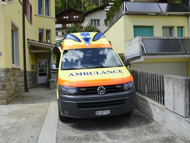 La segunda ambulanza cun la quala l'equipa fa mintgamai il viadi da Glion a Mustér,
