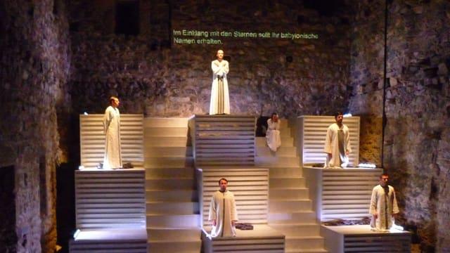 Impressiuns da la premiera da l'opera 'Fuorn da fieu' en il chastè da Riom.