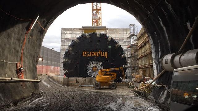 Tunnelbohrmaschine am Bözberg-Südportal.